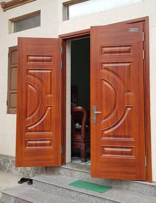 Mẫu cửa sắt giả gỗ 2 cánh đẹp